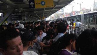 Estaciones del Metropolitano colapsaron por gran cantidad de usuarios