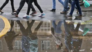 Intensa llovizna cubrió Lima desde la madrugada
