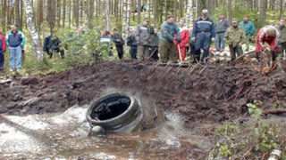 Encontró un extraño 'túnel' cerca de un lago pero jamás imaginó lo que realmente era