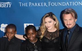 Madonna sorprende al declarar en público su amor por actor Sean Penn