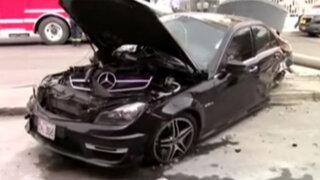 Miraflores: sujeto salva de morir tras impactar su auto contra dos postes