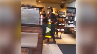 VIDEO: le negaron el baño en una conocida cafetería y no creerás lo que hizo para vengarse
