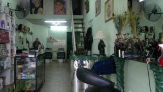 Tres delincuentes desvalijan peluquería de Jesús María