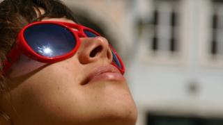 Cuidado con los lentes de sol: advierten peligros de usar gafas sin protección UV