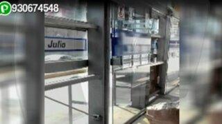 WhatsApp: usuarios en peligro por puerta malograda en estación del Metropolitano