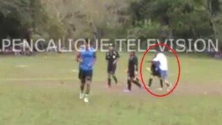 VIDEO: brutal agresión de jugador a árbitro en el fútbol hondureño