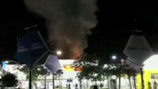 Emergencia en el boulevard de Asia: incendio consume conocido supermercado
