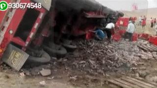Camión repartidor de gaseosas se despista en la Panamericana Sur