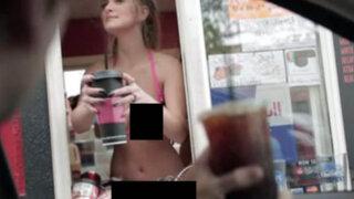 VIDEO: chicas atienden a clientes de cafetería en topless