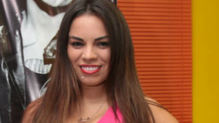 Aída Martínez fue 'ampayada' con una mujer