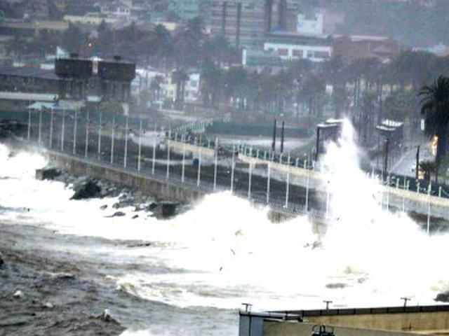 Chile continúa en alerta por fuertes marejadas en el litoral central