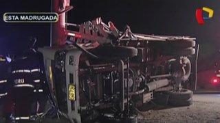 Chofer muere al chocar furgoneta contra poste en Jicamarca