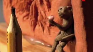 Artista crea diminuta escultura de mono en China