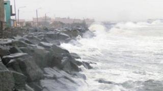 Continúa oleaje anómalo en playas del Callao