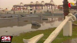 Plaza Grau inundada por oleaje anómalo en el Callao