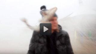 VIDEO: ¿Cómo alguien puede ser impactado en la cara por un pez?