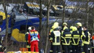 Alemania: choque de trenes deja 10 muertos y más de 100 heridos