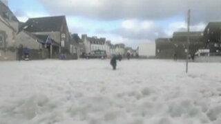 Francia: ciudadanos sorprendidos por 'tsunami de espuma'