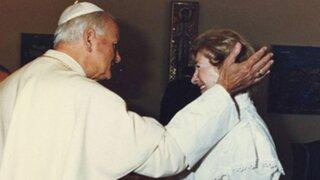 Califican como broma relación entre Juan Pablo II y mujer casada