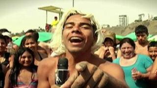 Los reyes del playback en la playa Agua Dulce
