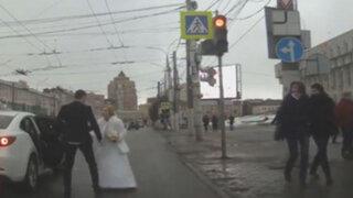 ¿Se acabó el amor? Recién casados pelean en la calle y el video da la vuelta al mundo