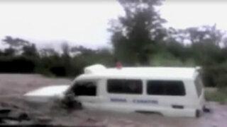 Ayacucho: ambulancia quedó atrapada por desborde de río
