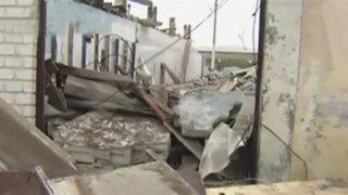 Destruyen casa en violento desalojo en La Punta
