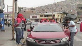 Pasajeros varados en Yerbateros optan por viajar en colectivos
