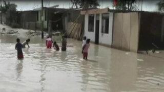 Fuertes lluvias dejan calles inundadas en Piura