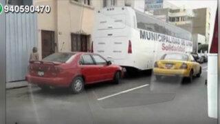Hospitales móviles de la Solidaridad obstaculizan calle de Surquillo