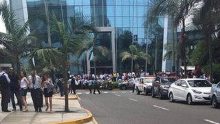 San Isidro: evacúan edificio por  amenaza de bomba
