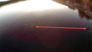 FOTOS: arriesgó su propia vida en un lago congelado para rescatar a un perro atrapado