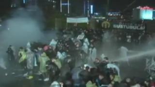 Violentos enfrentamientos por intervención a diario opositor en Turquía