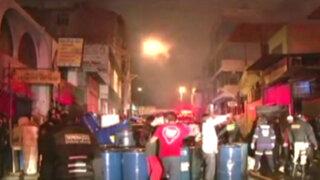 Incendio destruyó talleres de carpintería en Arequipa