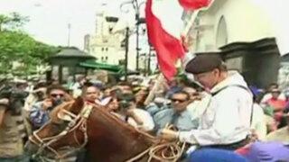 Simpatizantes de César Acuña y Julio Guzmán tomaron exteriores del JNE