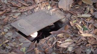 ¿Ves esa extraña entrada en el suelo? ¡No vas a creer lo que se esconde ahí abajo!