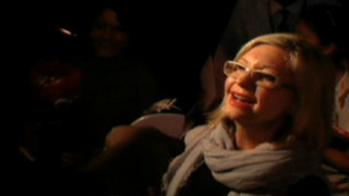 Olivia Newton John causa furor a su llegada a Lima