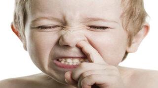 ¿Es saludable para los niños que se coman los mocos?