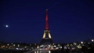 La Torre Eiffel se iluminó con los colores de Bélgica tras atentados en Bruselas