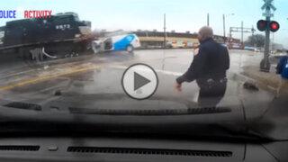 VIDEO: se salvó de una muerte segura tras quedar atrapado en las vías del tren