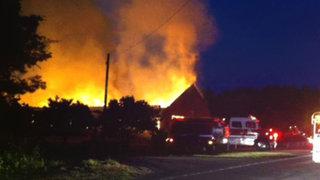 Estados Unidos: gigantesco incendio destruyó antigua iglesia presbiteriana