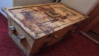 Encontró una extraña caja en su nuevo hogar y lo que había dentro lo dejó sin palabras