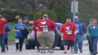 EEUU: robusto hombre sorprende participando en maratón