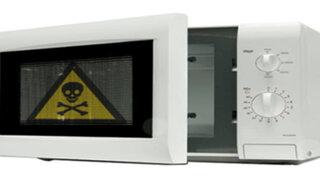 VIDEO: el infalible truco para saber si tu microondas emite radiaciones al exterior