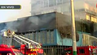 Jesús María: incendio de proporciones afecta sede de la FAP