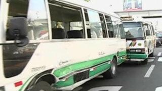 Cercado de Lima: chofer de 'El Chosicano' choca por no respetar señal de tránsito