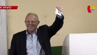 PPK emitió voto electrónico en colegio de San Isidro