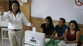 Keiko Fujimori no utilizó pase especial y formó cola para votar