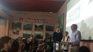 """Alfredo Barnechea: """"Invito a los jóvenes a que no abandonen la política"""""""