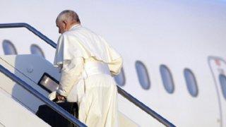 Papa Francisco se lleva a 10 refugiados de Lesbos a Roma